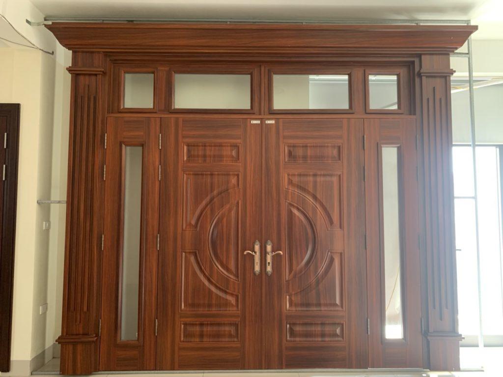 Cửa thép chống cháy vân gỗ so với cửa gỗ tự nhiên