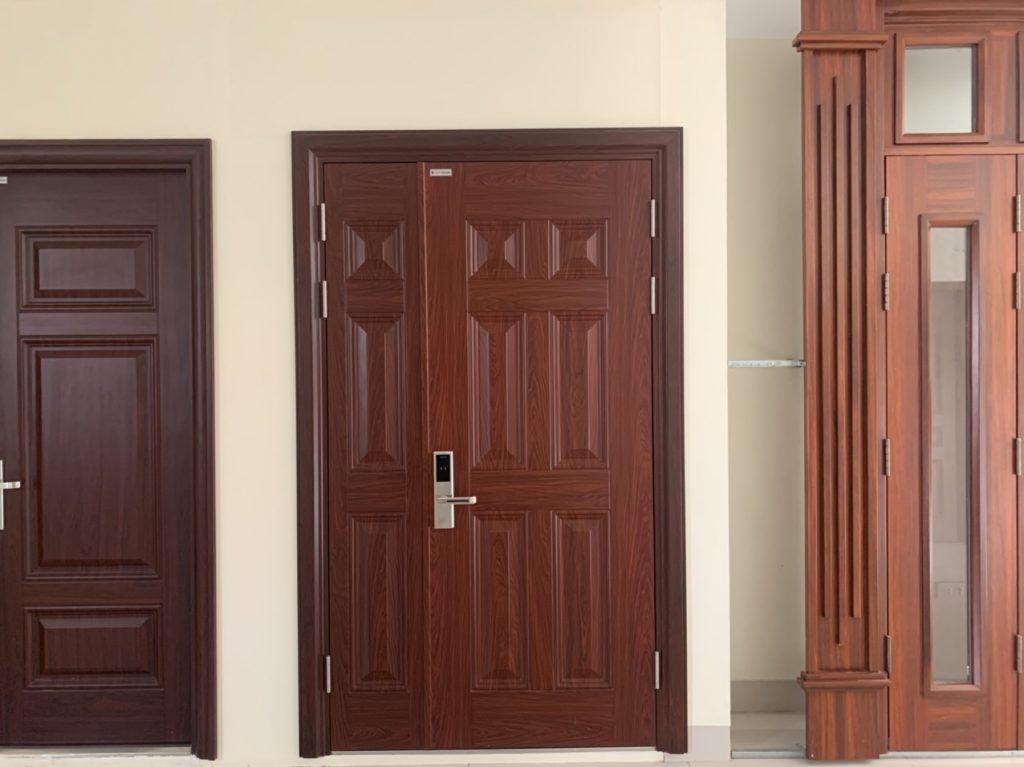 Lưu ý chọn cửa thép vân gỗ chống cháy nhà ở