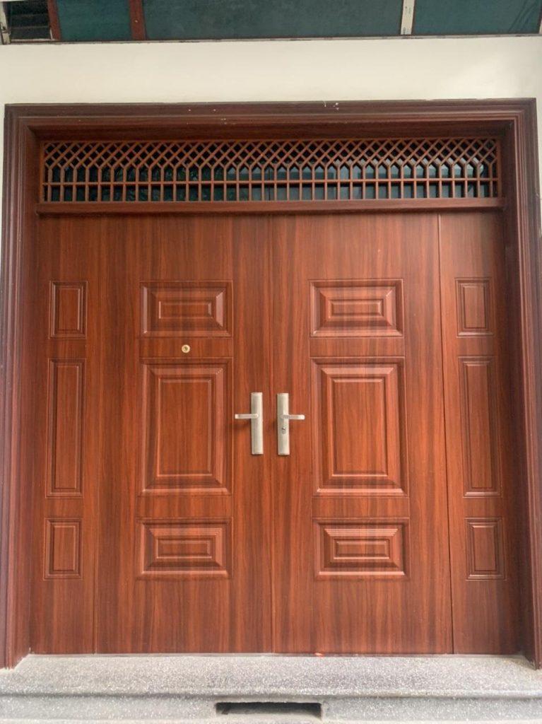 Giá cửa thép vân gỗ goosan như thế nào?