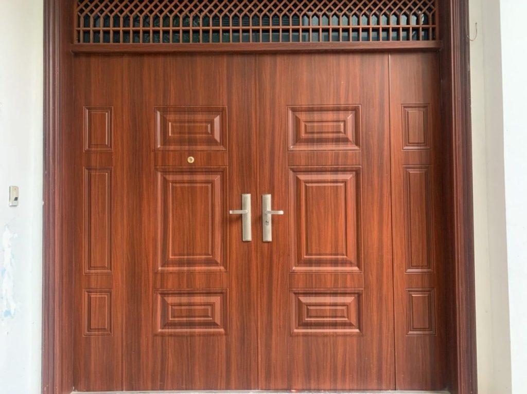 Giá hệ cửa thép vân gỗ tại HN như thế nào?