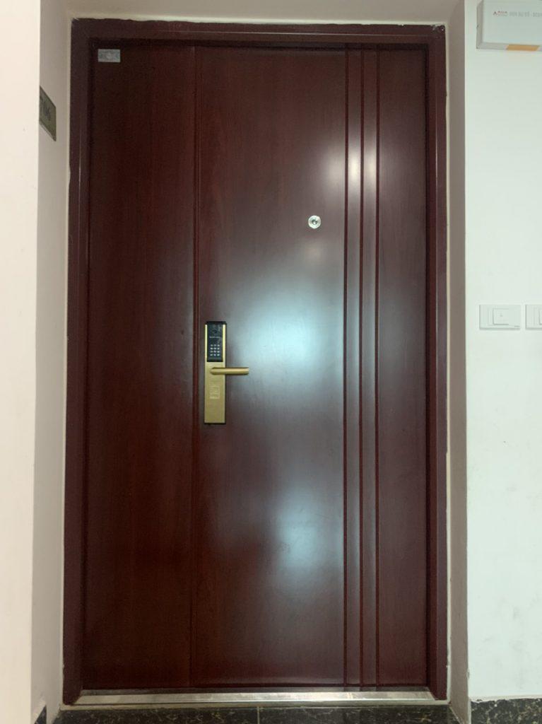 Lưu ý lắp đặt cửa thép an toàn vân gỗ cho nhà phố