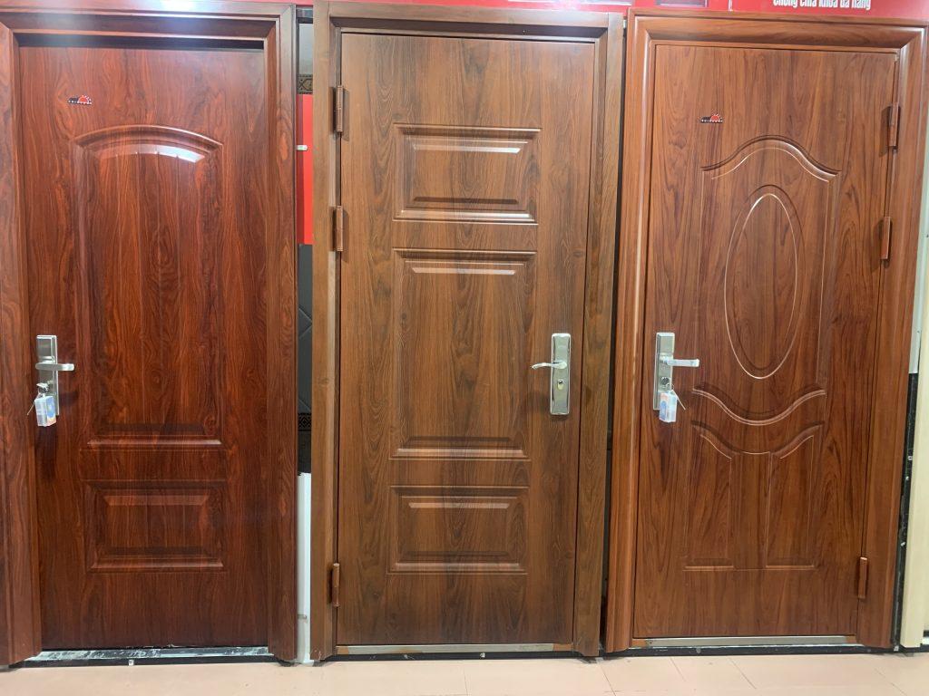 Nên lựa chọn cửa thép vân gỗ goosan loại nào?