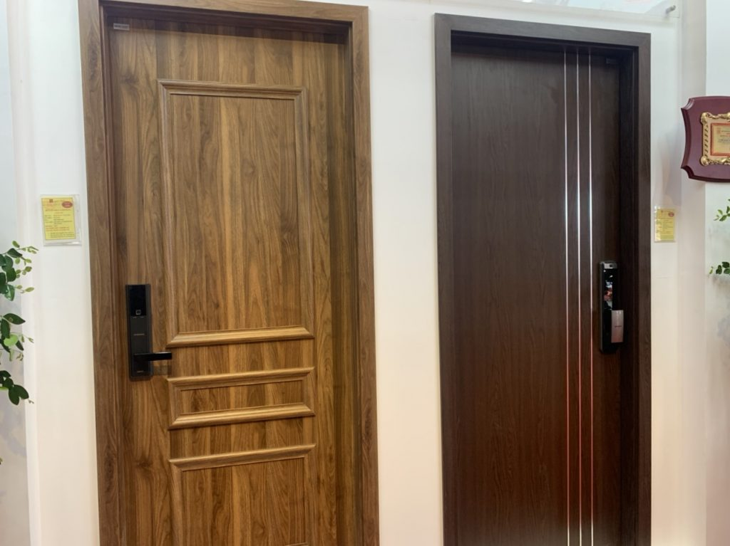 Lắp đặt cửa thép vân gỗ cho nhà ở an toàn?