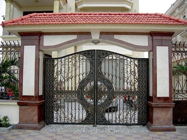 Chọn cổng nhà nên mở ra hay mở vào sẽ tốt hơn?