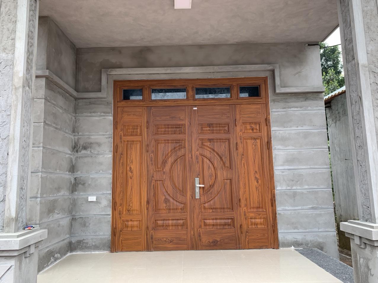 Báo giá vận chuyển, lắp đặt cửa thép vân gỗ Lạng sơn