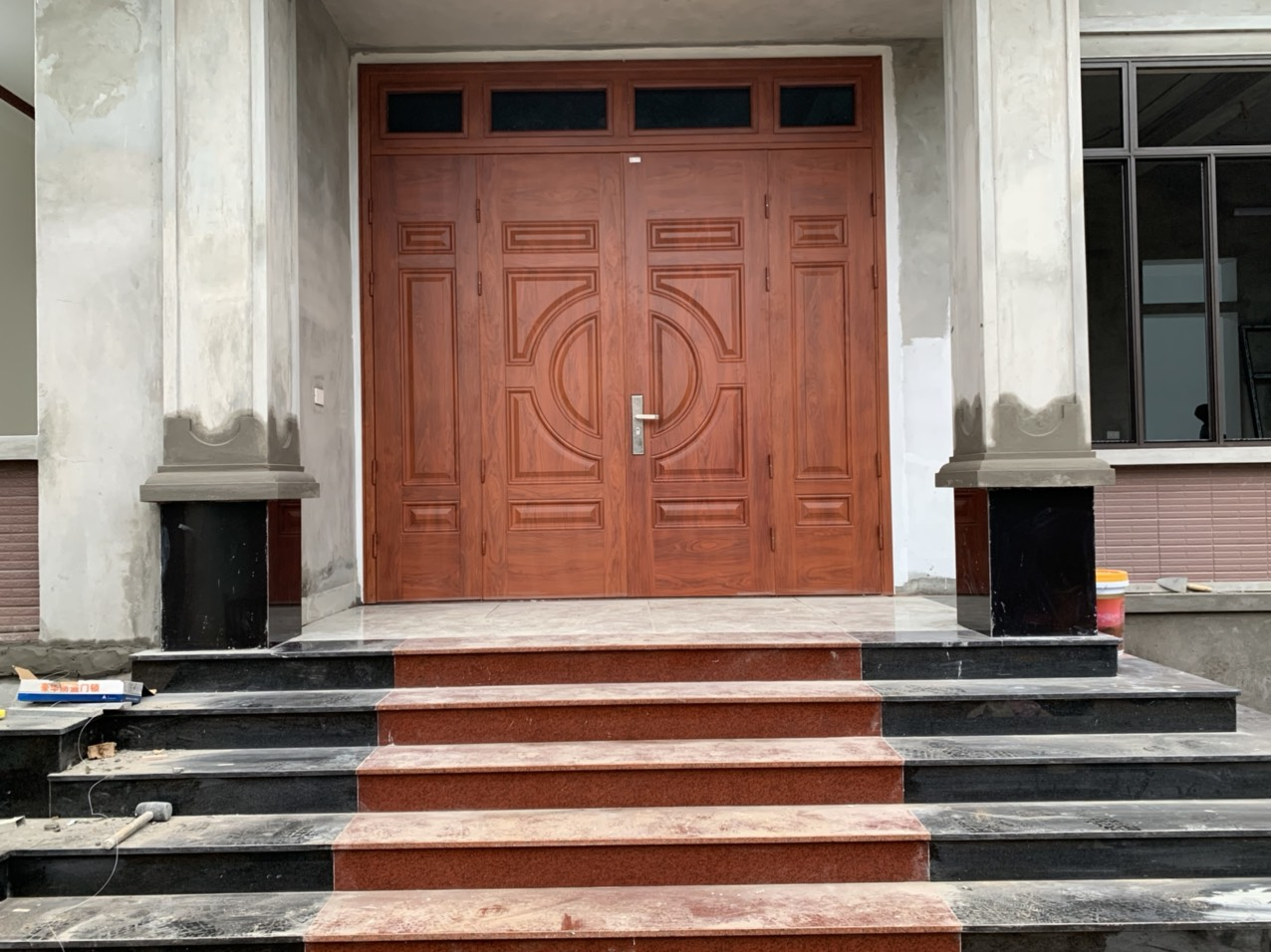 Lý do cửa thép vân gỗ được ưa chuộng ở Bắc Ninh