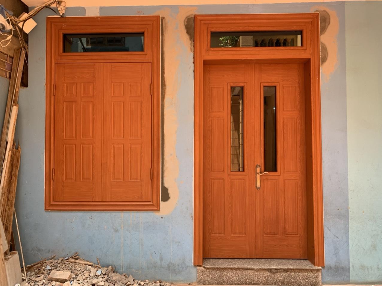 Dùng cửa thép chống cháy vân gỗ có tốt không?