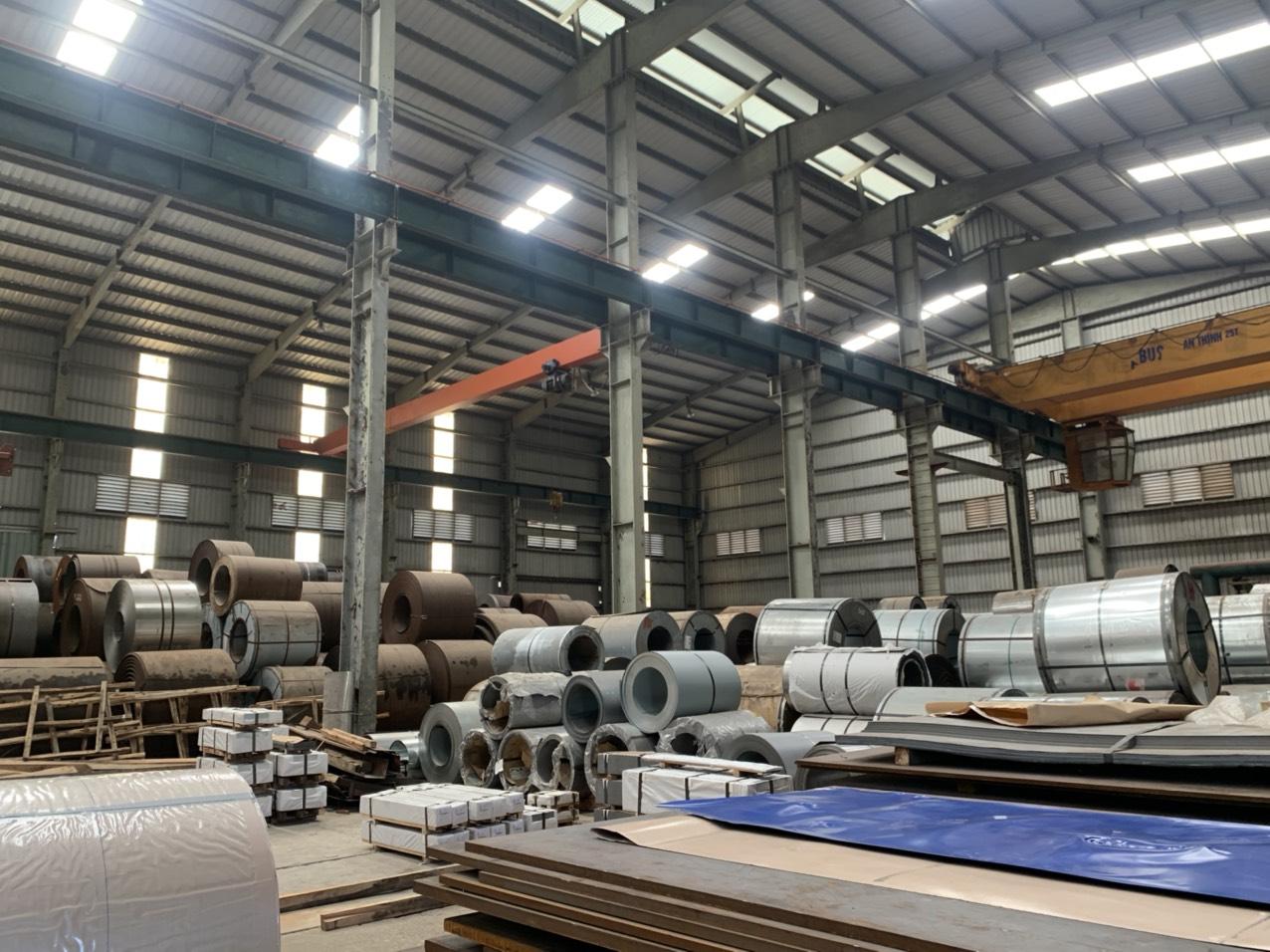 Các máy móc được dùng làm cửa thép vân gỗ tại Cửa Thép Việt