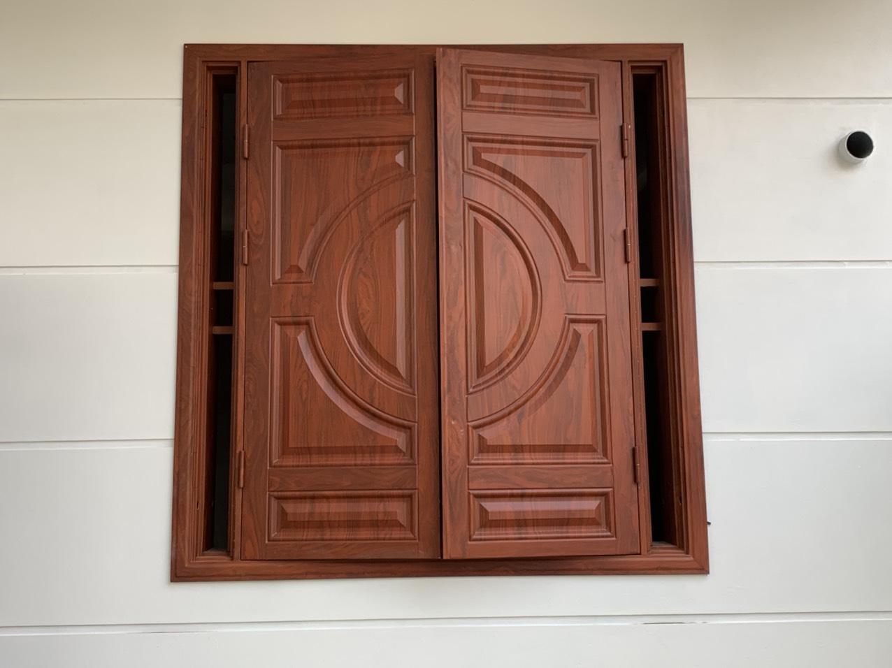 Những ưu điểm vượt trội của cửa thép vân gỗ?