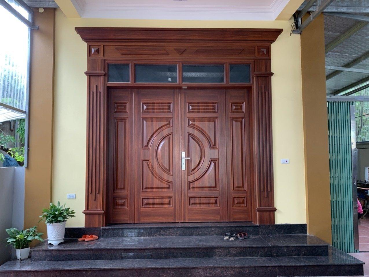 Báo giá cửa sắt vân gỗ chính hãng tại Cửa Thép Việt