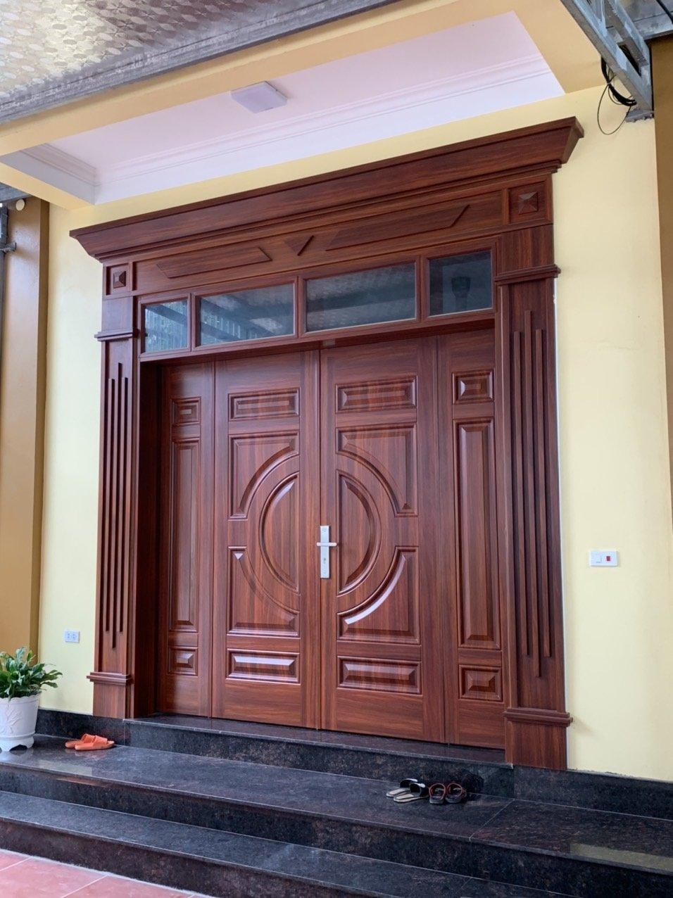 Quy trình lắp cửa thép vân gỗ có phức tạp không?
