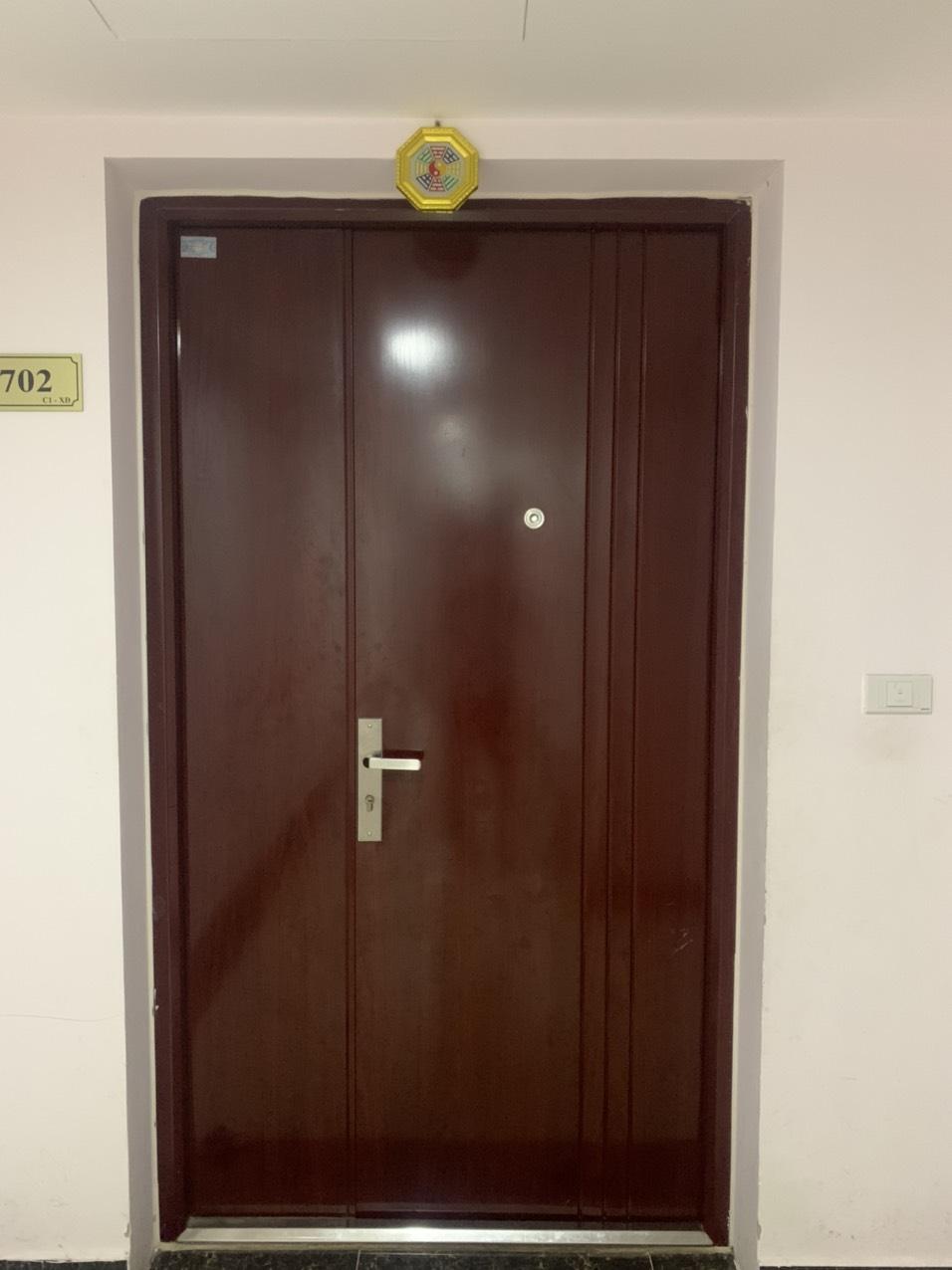 Cửa sắt vân gỗ - lựa chọn hàng đầu cho các công trình tại Hà Nội hiện nay