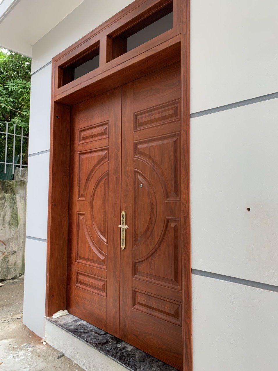 Cửa vân gỗ lõi thép là gì?