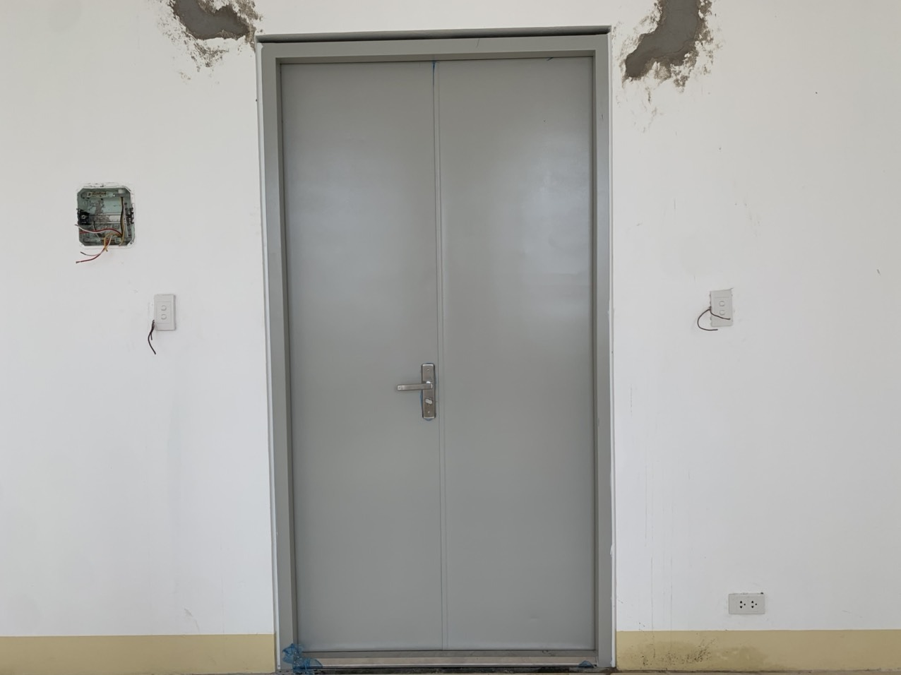 Lý do các tòa nhà, chung cư cần lắp cửa chống cháy?