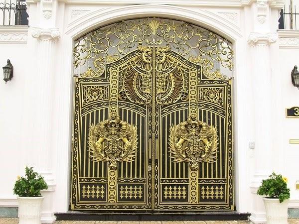 Mẫu cổng nhôm đúc phù điêu tinh xảo