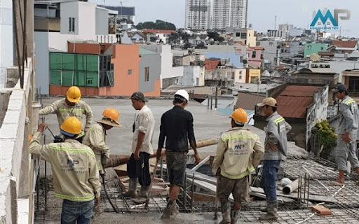 Đội ngũ công nhân xây dựng, hoàn thiện nhà phần thô nhiều năm kinh nghiệm trong nghề
