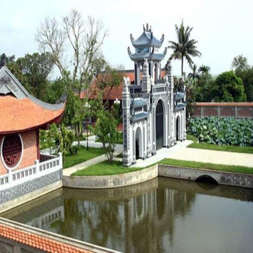 Phía trước đình làng thường có hồ nước tự nhiên hoặc nhân tạo