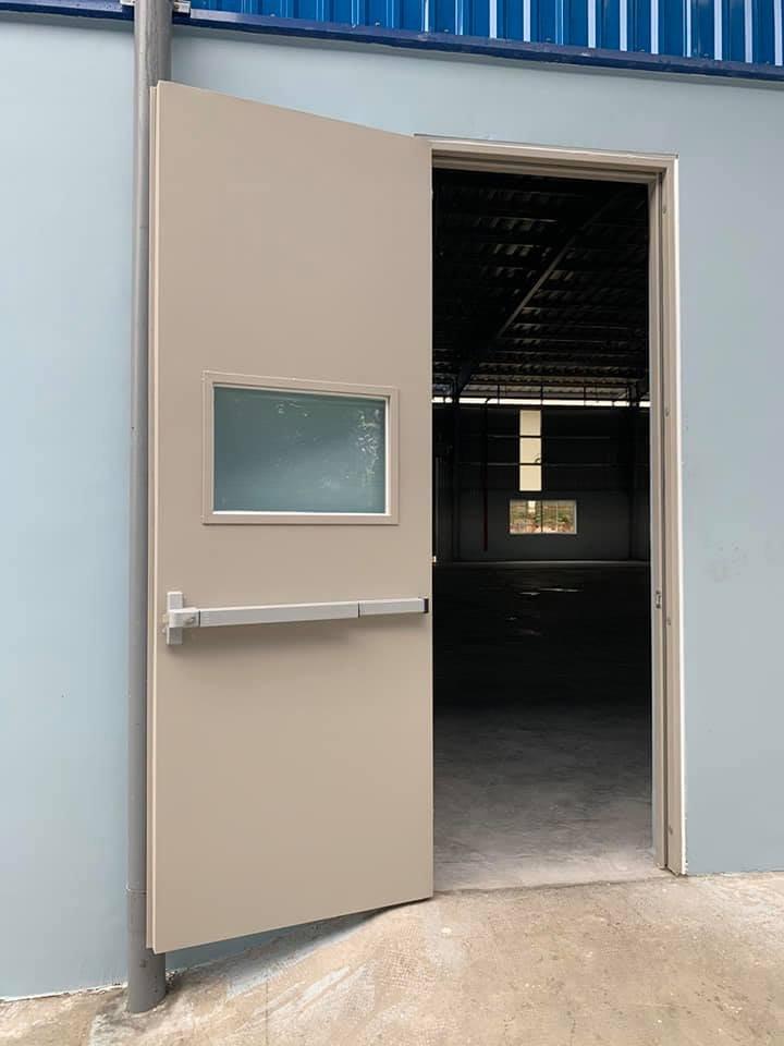 Tổng hợp phụ kiện cửa thép chống cháy và vai trò